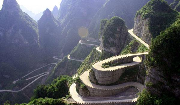 La carretera de las montañas de Tianmen