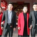 Dos gemelos chinos se casan con dos gemelas chinas y se operan para no confundirse