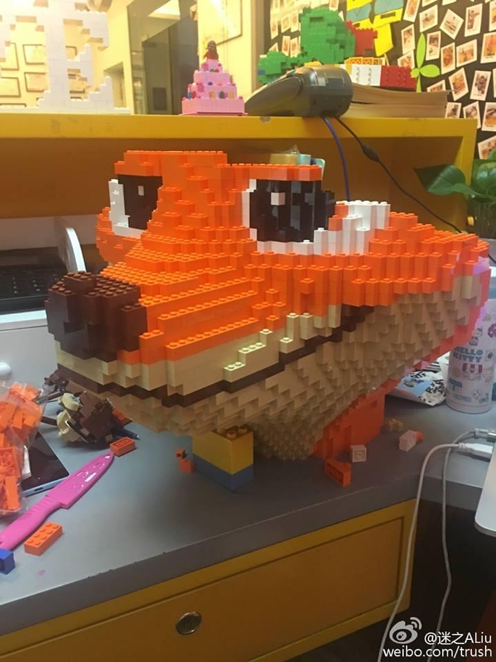 escultura de lego zootropolis nick wilde