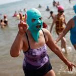 El «facekini», la nueva moda veraniega en China