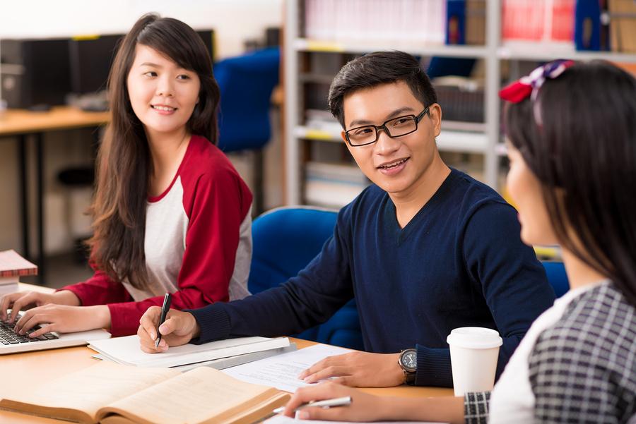 cuantos chinos estudian español