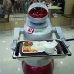 Dos camareros robots despedidos en China