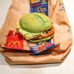 ¿Por qué McDonald's vende hamburguesas verdes en China?